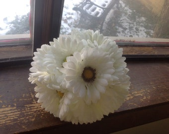 7 inch White Gerber Daisy Bouquet