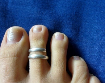 Silver toe ring .... adjustable