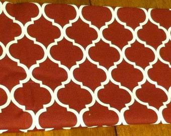 Quatrefoil fabric maroon