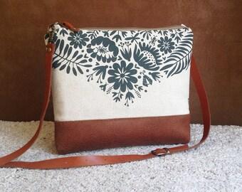 Tropical Printed Canvas Bag,Crossbody Bag,Handbag,Linen Clutch,Woman Gift,Fashion Purse,Trip Bag,Trandy Gift,Vegan Bottom,leather strap