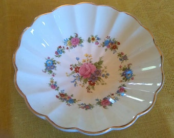 Pretty vintage china bonbon / nibbles dish by Sadler made in England