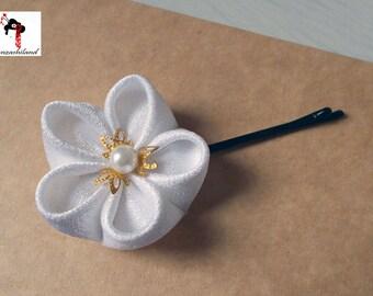 Japanese flower Tsumami kanzashi for hair, white color.
