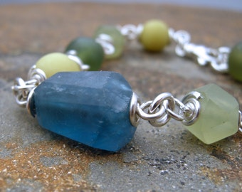 fluorite and jade bead bracelet, jade bracelet with fluorite, green and blue gemstone bracelet, wire wrapped bracelet