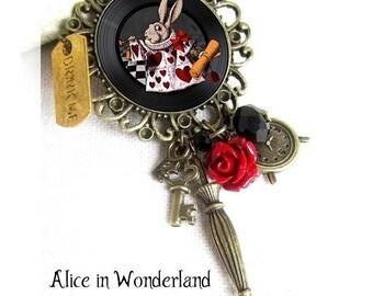 Alice in Wonderland jewelry, alice brooch, Alice rabbit, white rabbit, the white rabbit, cheshire, fantaisy jewel bronze