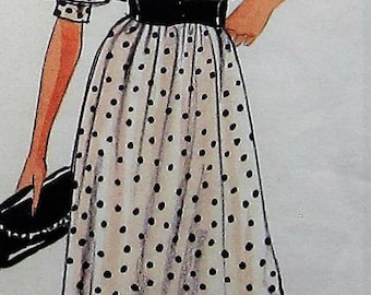 Vintage Dress Sewing Pattern UNCUT Vogue 1105 Size 10