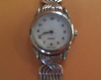 Vintage 7 1/2 inch silver tone watch  clip closure on snake chain band not marked  used new battery