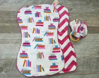 Sale! Books and Eyeglasses Burp Cloth-Boutique Style Burp Rag ~ New Mom Nursing -Teacher Expecting Baby Gift- Shower Gift