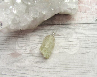Raw Green Kunzite Gemstone Pendant - 925 Sterling Silver Necklace Natural