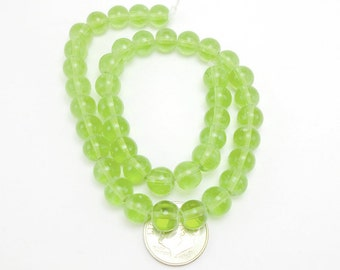 40 Lime Green Glass Beads 8mm glass round (H2340)