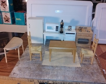 Good Quality dollhouse furniture oak kitchen set lot coffee machine microwaave stove sink 2 chairs 2 tables rug fridge toaster 1/12 scale