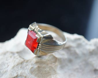 RING Gold tone Red stone Signet Art Vintage Ring  band, size 7 3/4 art gift modernist deco dd105