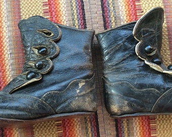ANTIQUE BABY SHOES leather booties, buttons, victorian, collectible childrens