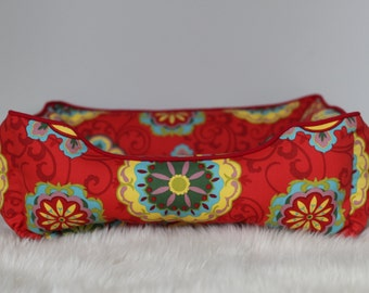 Reversible dog or cat bed. Made for your best friend. Style: Red Medallion