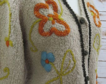 Vintage Chunky Loose Fitting Wool Sweater Beige with Embroidery Floral Design Hand made in Italy Size Small-Medium