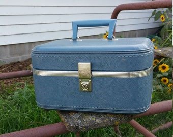 Vintage Blue Travel Case, Luggage Train Case, Holiday Carry On - Make-up Carrier