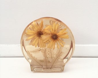 Vintage Resin pressed flower napkin holder  l  Mail holder  l  Mid Century napkin holder  l  Mid century letter holder
