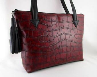 Tote bag, shoulder bag in Burgundy leatherette and black faux leather