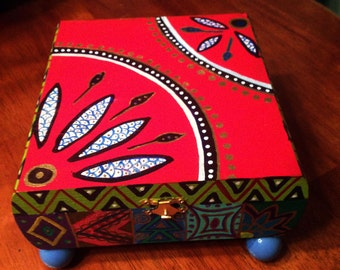 """Hand Painted Bohemian Quilt Design Red Wood Box With Blue  Feet  7""""Wx4""""Hx7""""D   B0087"""