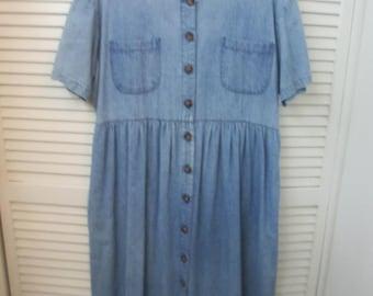JG Hook light denim full skirt dress. Lightweight denim short sleeve pocketed full button down dress. Size 16. Daily schoolteacher runaround