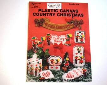Plastic Canvas Country Christmas PATTERN Needlecraft Ala Mode Craft Leaflet 136 Tissue Box Cover Door Knob Ornaments Wall Hanging Candy Box
