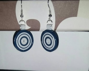 Round paper earrings. Qulling technique