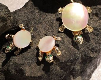 Mother of Pearl set of 3 Turtle Brooches