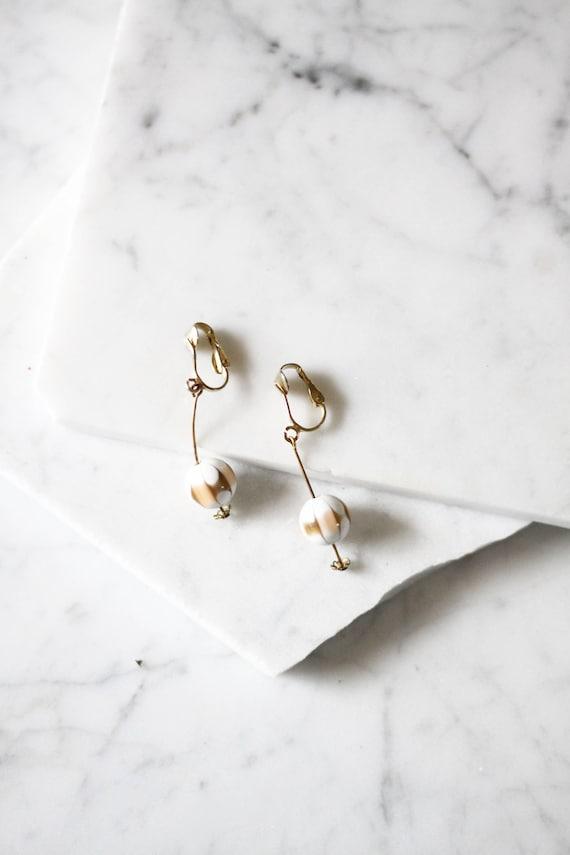 1960s bar drop earrings // 1960s gold earrings // vintage earrings