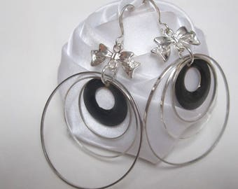 Black earrings and small geometric circles