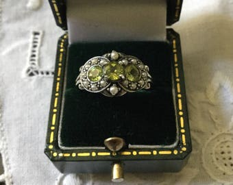 Exceptional PERIDOT SEED PEARL Sterling Ring - Beautiful Genuine Stone - platted silver-Vintage - Natural Seed Pearl from France