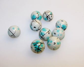 Round blue and beige acrylic bead. Diameter 14.00 mm.