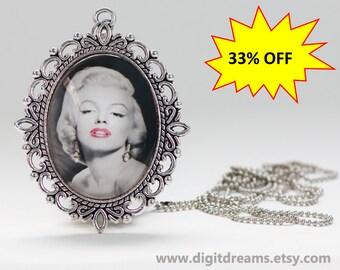 Ma31: Marilyn Monroe vintage pendant/keychain
