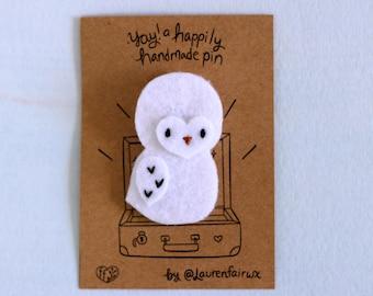 Felt Snowy Owl Badge. Handmade Owl Pin, Adorable Owl Accessory, Tiny Snowy Owl, Little Owlet Badge, Baby Owl Brooch, Embroidered Owl Pin