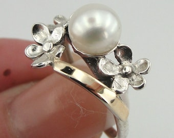 925 Silver Pearl Ring, Silver and Gold ring, 925 Silver 9K Yellow Gold Pearl Ring, Flower Pearl Ring, Promise Ring, White Pearl Ring (r2520)