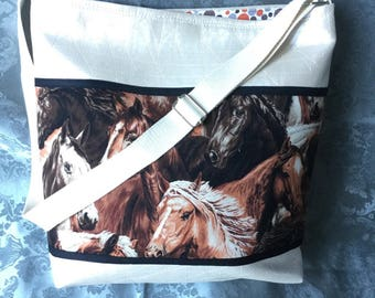Fancy faux leather shoulder bag ecru effect grooved horse pattern