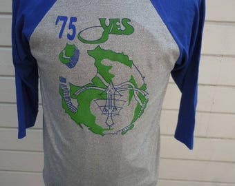 Size L (46) ** Dated 1975 Yes Shirt (Deadstock Unworn)