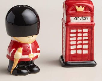 London Phone Booth and Queen's Guard collectible salt and pepper shaker