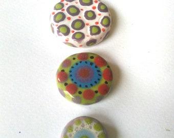 3 cabochons or ceramic tiles