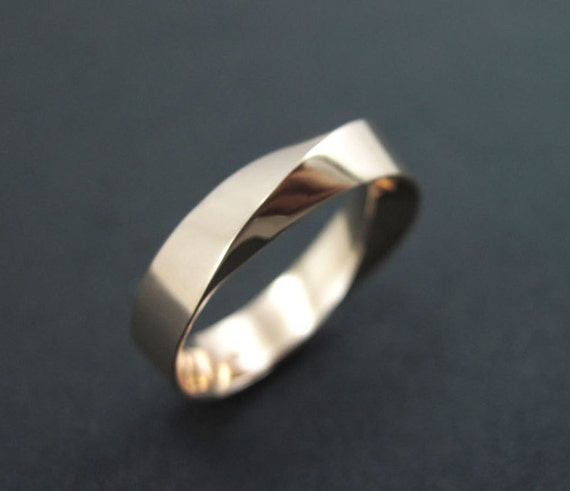 Mobius wedding ring Mens gold wedding band 6mm wide mobius