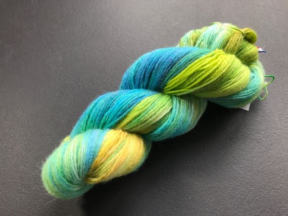 Hand dyed fine wool yarn 'made by Sjors II' in green, blue and yellow