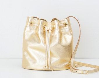 Metallic Gold Bucket Bag, Everyday Leather Handbag, Bucket Style Cross Body Bag, Leather Drawstring Purse, Drawstring Bucket Shoulder Bag