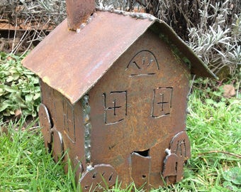 Rustic garden house...suitable for fairies, gnomes and garden toads.