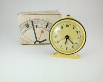WORKING !!!  Vintage Mechanical Alarm Clock Vitjaz from Russia Soviet Union Pastel Green Clock Originally Boxed