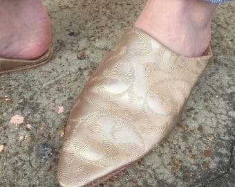 Size 8 embroidered gold satin pointed toe flats