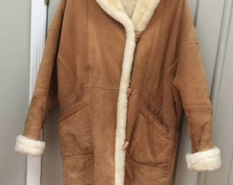 Genuine LEATHER Woman's Jacket by: J. Percy for MARVIN RICHARDS..Size Lg.  Lined Cream Faux Fur. Vintage 70s.  Stored.. Mint Vintage Cond.