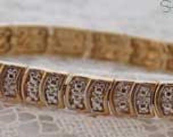 Lovely Sparkling Vintage Gold-tone Metal Bracelet with Curved Links