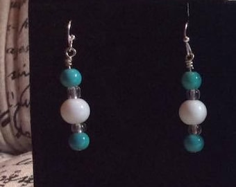 Handmade earrings with glass beads in white, clear and turquoise