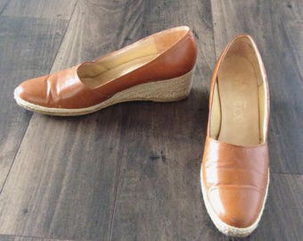 1970's Tan Leather Woven Heel Wedges Size 9 Narrow by Maeberry Vintage