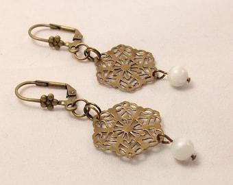 Dangle earrings vintage style and romantic, filigree bronze