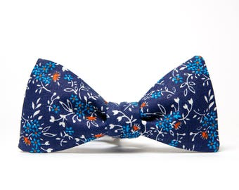 Navy blue groomsmen bow tie / Eco bowtie / Blue mens bowtie / Wedding floral bowtie / Cotton bow ties / Flower bowties for men