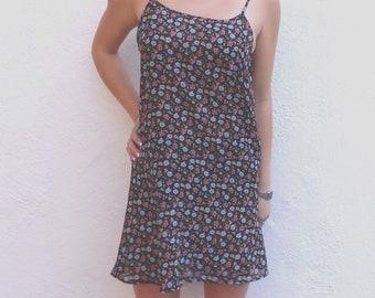 floral 90s sundress // strappy sundress // floral dress // summer dress // slip dress